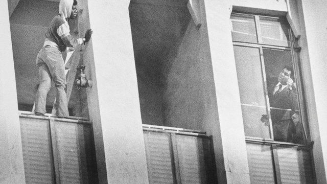 Muhammad Ali saves the life of a man trying to commit suicide on Oct 2, 1980