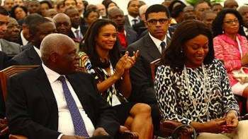 Jose Eduardo Dos Santos with his wife, daughter Isabel, and  son-in-law Sandika Dokolo