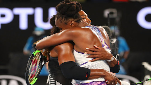 Serena Williams congratulated by Sister Venus in  2017 Australian Open